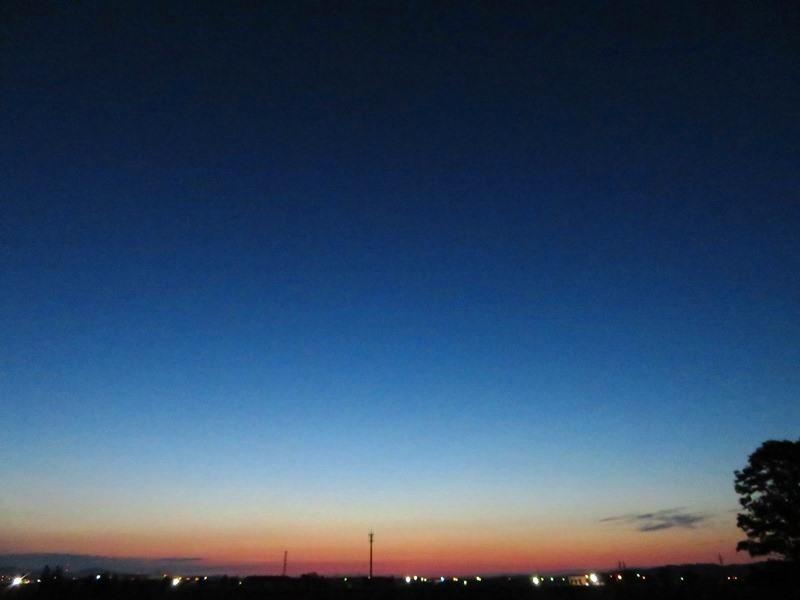 朝日が水平線から~.JPG